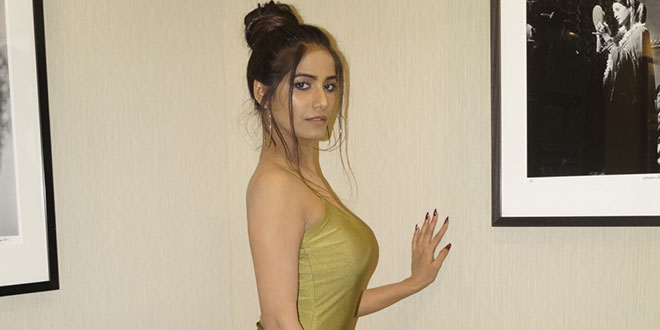 Photo of Poonam Pandey files complaint against Shilpa Shetty's hubby